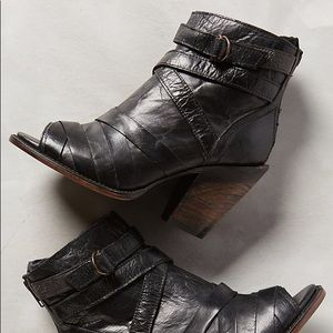 Freebird by Steven Joker Black boot with heel
